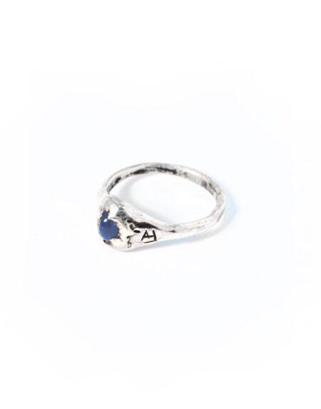 Anello mini chevalier zaffiro blu cabochon